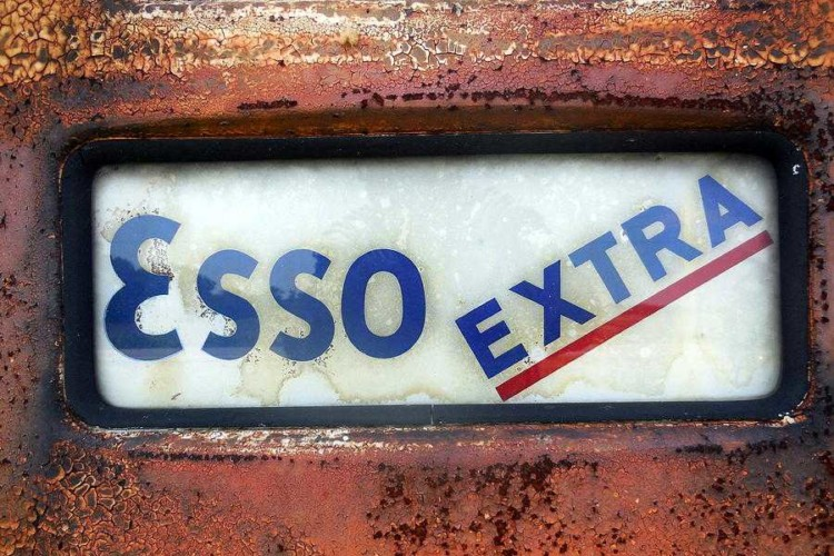 vintage-old-esso-extra-gas-station-3-5-19-mark-lemmon